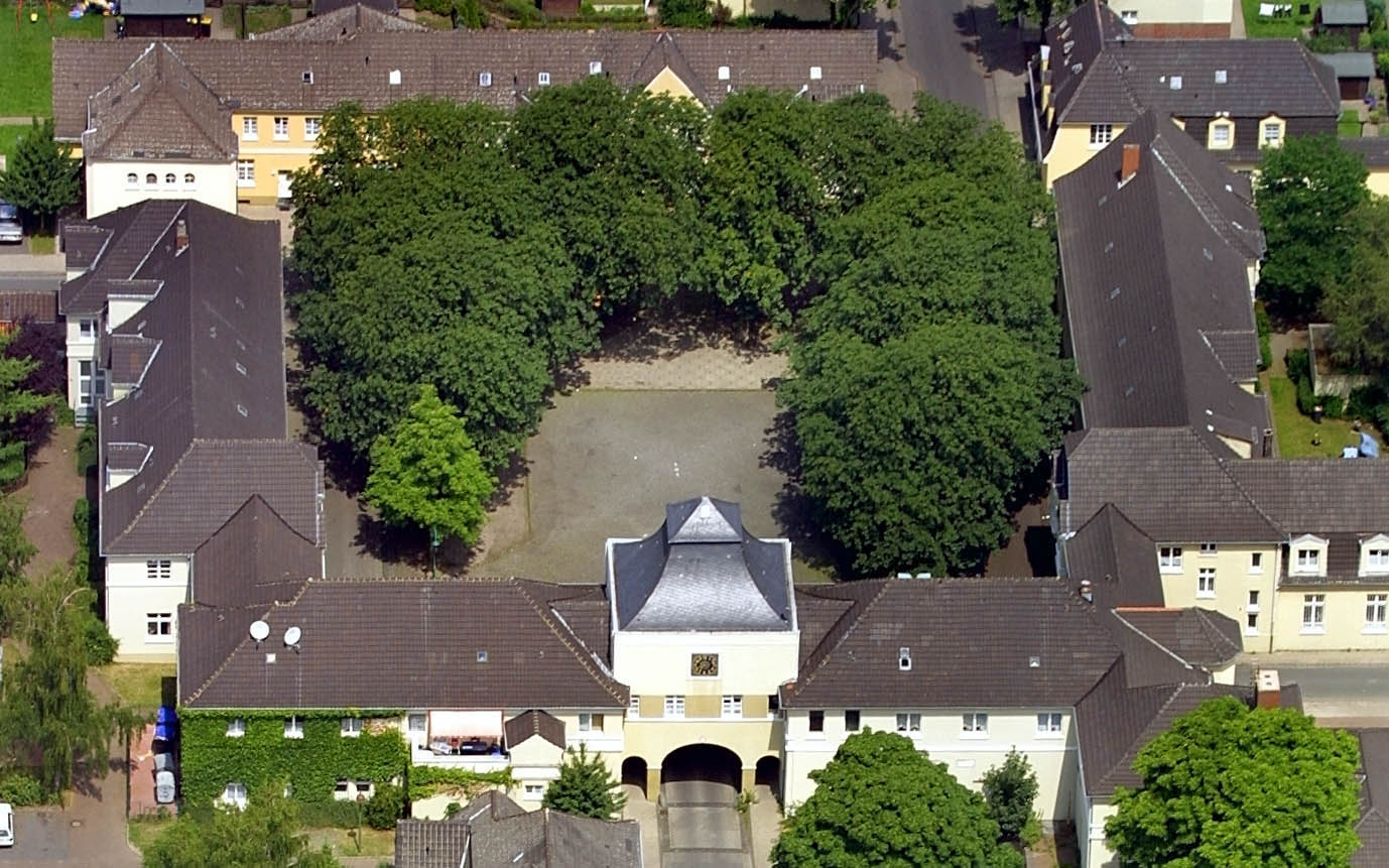 DORSTEN     Zechensiedlung in Hervest  Brunnenplatz Luftbild: Hans Blossey    Flugdatum: 03.07.2001 Luftbild Hans Blossey